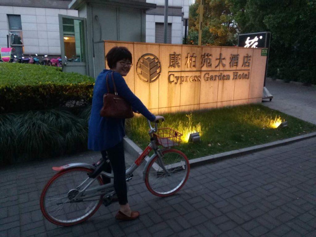 上海サイプレスホテル前