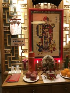 北京にあるレストランの店内のディスプレイ