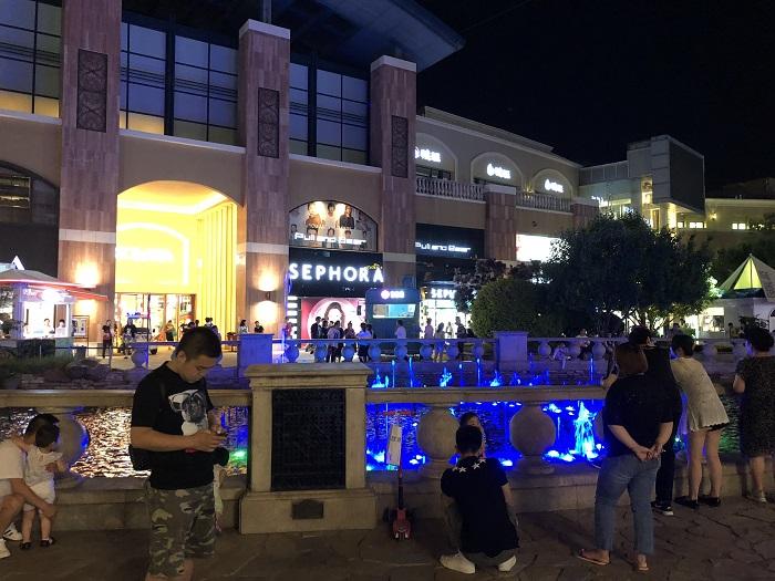 ショッピングモールソラナの夜の様子