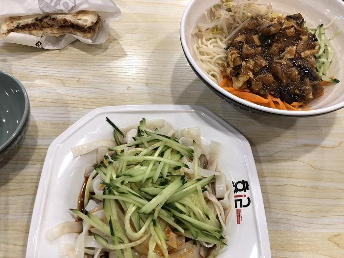天津駅出てすぐの食堂街でのおひるごはん