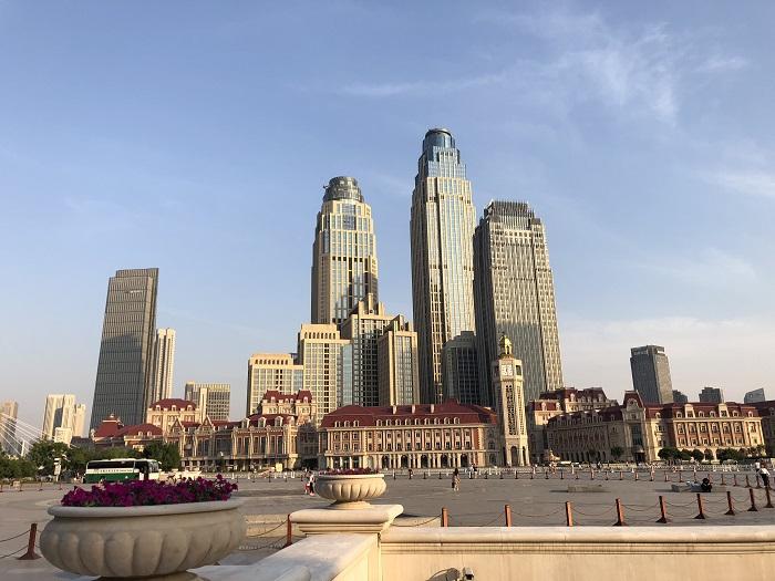 天津駅の対面に位置するビル群