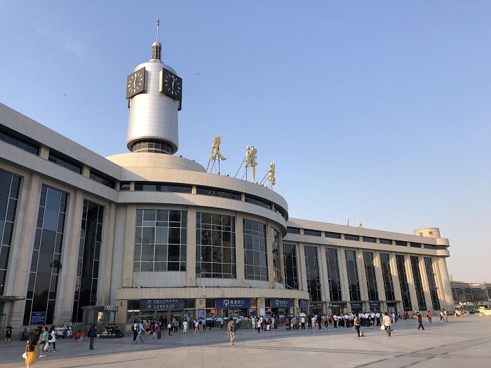 天津駅の昼間の外観
