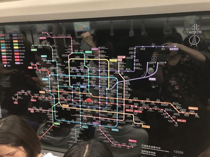 北京の地下鉄5号線の車内